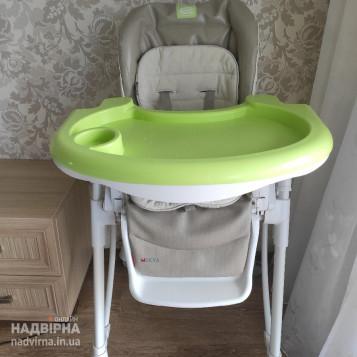 Стільчик для годування дитини