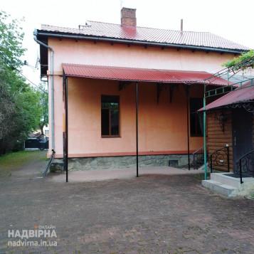 2 поверховий дім по вул Хмельницького 2