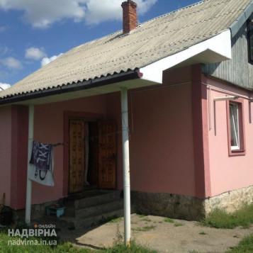 Будинок з ділянкою в 10 сотиків
