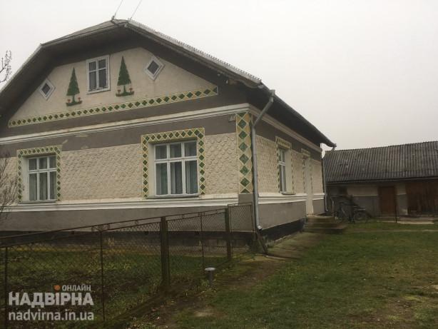 Цегляний будинок з земельною ділянкою