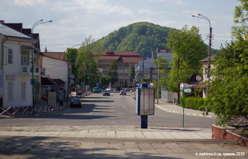 Вулиця Чорновола в Надвірній