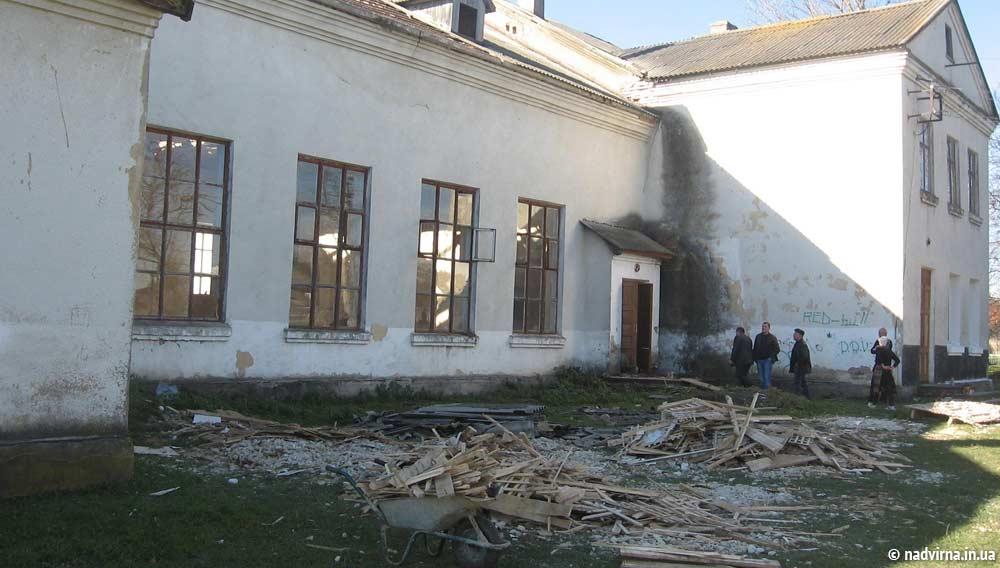 У Саджавці відремонтують будинок культури