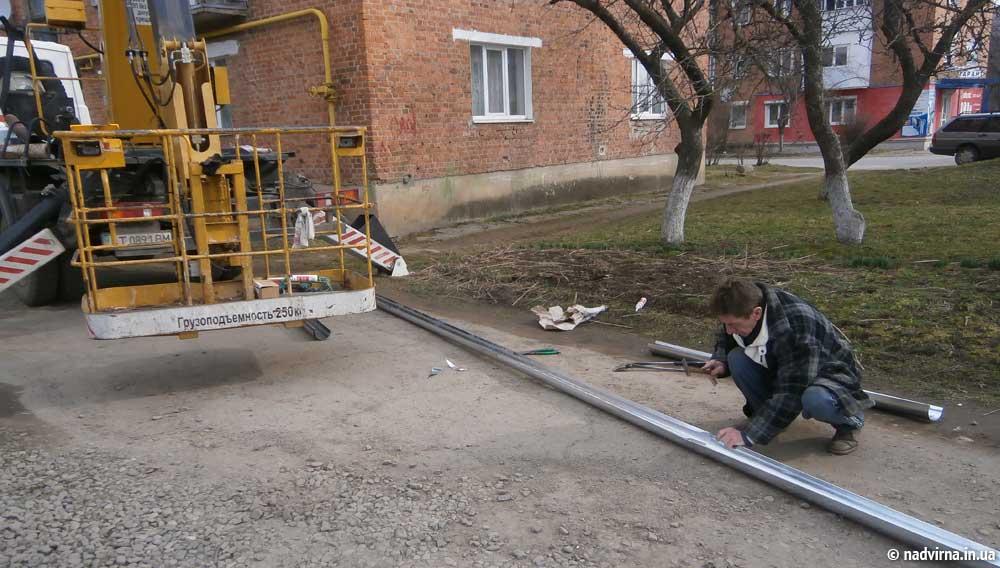 Встановлення ринв та водостоків на будинку №11 по вул. Кобринської