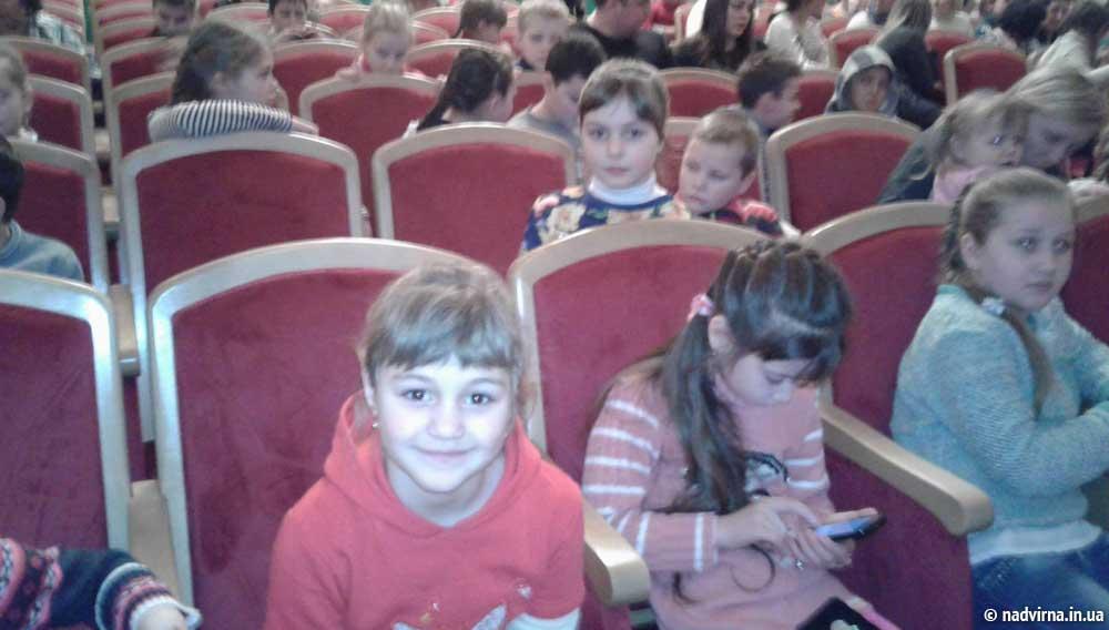 Поїздка для дітей в Коломийський драматичний театр