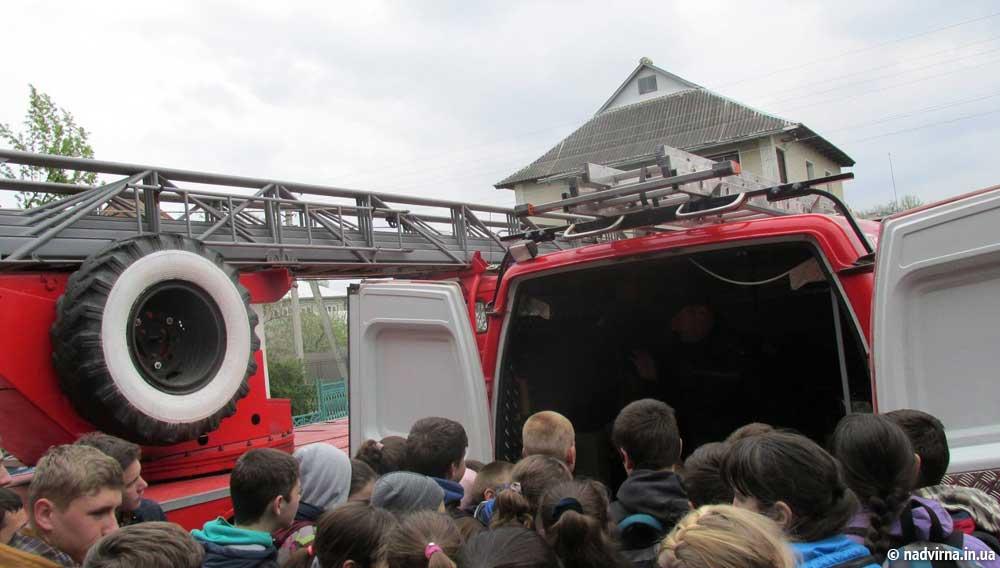Чергова екскурсія школярів в державну пожежно-рятувальну частину № 11