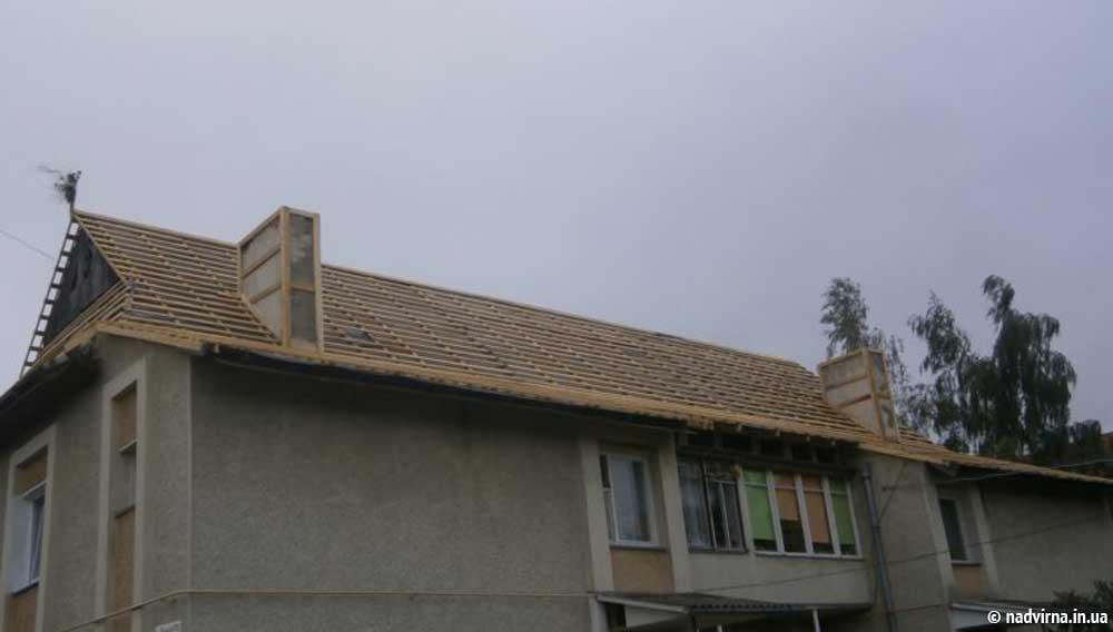 Замінено покрівлю даху на будинку №25 по вул.Руднєва Надвірна