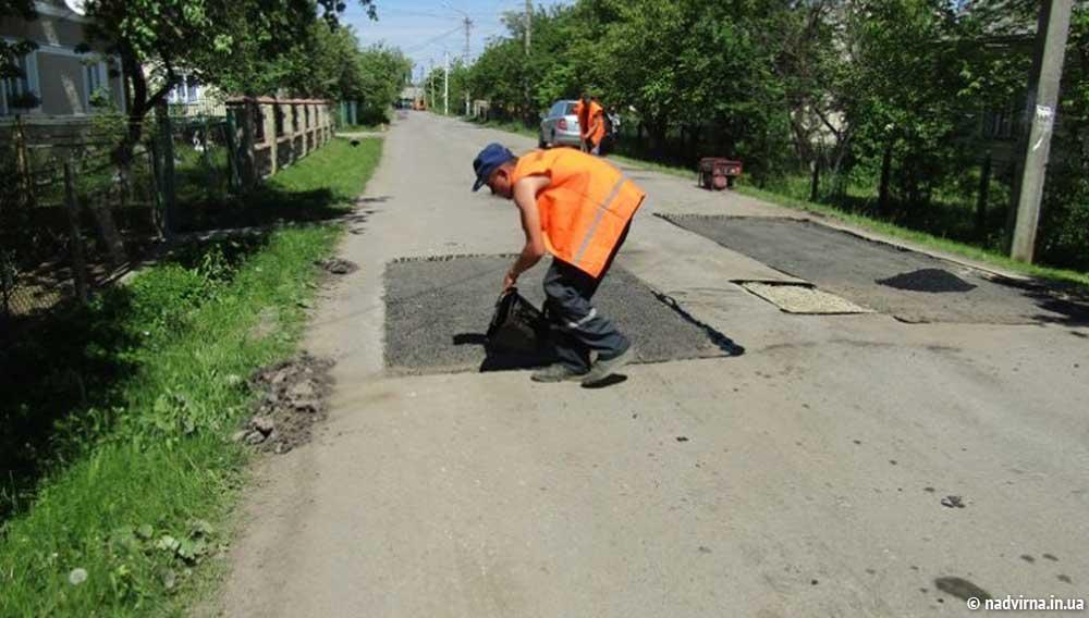 В Надвірній продовжується ремонт доріг