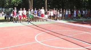 У Надвірній відкрито універсальний спортивний майданчик