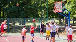 В місті Надвірна відкрито універсальний спортивний майданчик